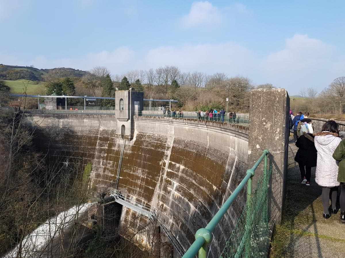 Primary 5 pupils from Noblehill Primary School enjoy a wander across the 298m long Tongland Dam